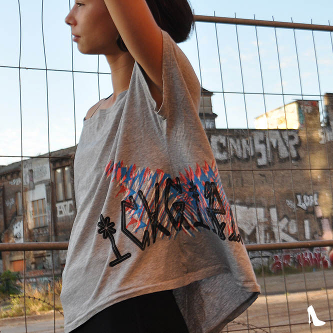 ICKGIRL Weites Cropped T-Shirt Pichacao Sideprint left c-m-w-b Grey-Size-S